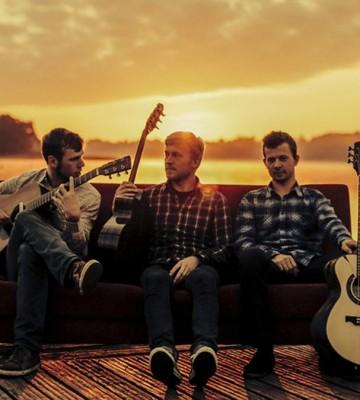 Päikeseloojangu kontsert / Viljandi kitarritrio – Jalmar Vabarna, Argo Vals, Jaan Jaago
